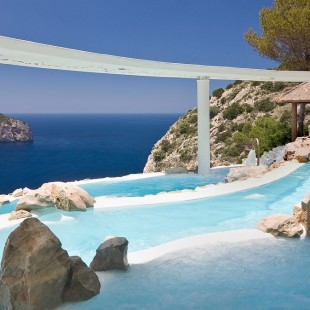 Fancy a swim? 10 amazing pools that will seduce you Fancy a swim? 10 amazing pools that will seduce you Amazing pools Hotel Hacienda Na Xamena1 310x310