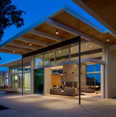 Modern Home In Texas Is Surrounded By Oak Trees modern home This Modern Home In Texas Is Surrounded By Oak Trees Modern Home In Texas Is Surrounded By Oak Trees 2 405x410