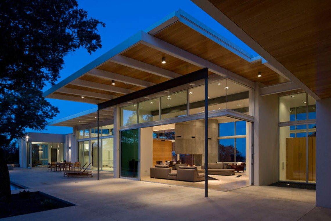 Modern Home In Texas Is Surrounded By Oak Trees modern home This Modern Home In Texas Is Surrounded By Oak Trees Modern Home In Texas Is Surrounded By Oak Trees 2